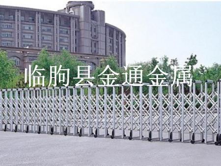 操场铁艺护栏制作|潍坊价格合理的操场铁艺护栏供应