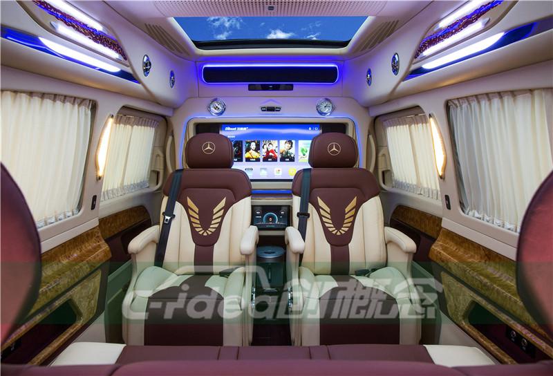 奔驰V260商务车改装7座内饰,车顶装潢豪华全景天窗