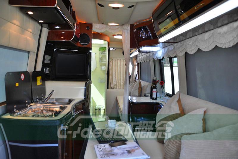 广州奔驰凌特改装豪华房车内饰,配置小型厨房及淋浴房