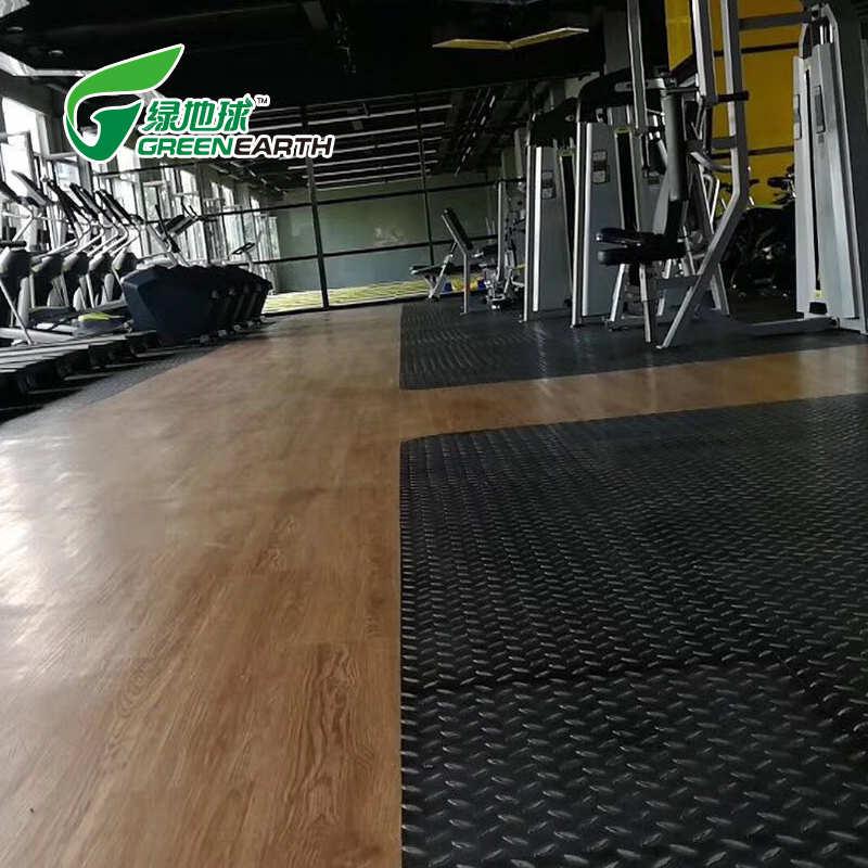 健身房工业风浮雕地板3d立体感厨房地板仿古钢板纹塑胶地板快来