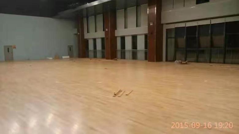 自貢羽毛球館木地板
