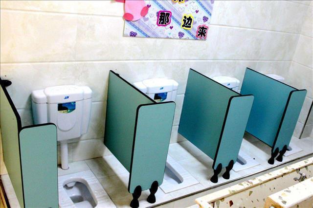 璧山幼兒園衛生間隔斷鋁材批發