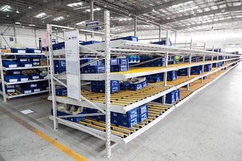 流利式貨架廠家** 蘇州鑫輝倉儲貨架滑移式貨架